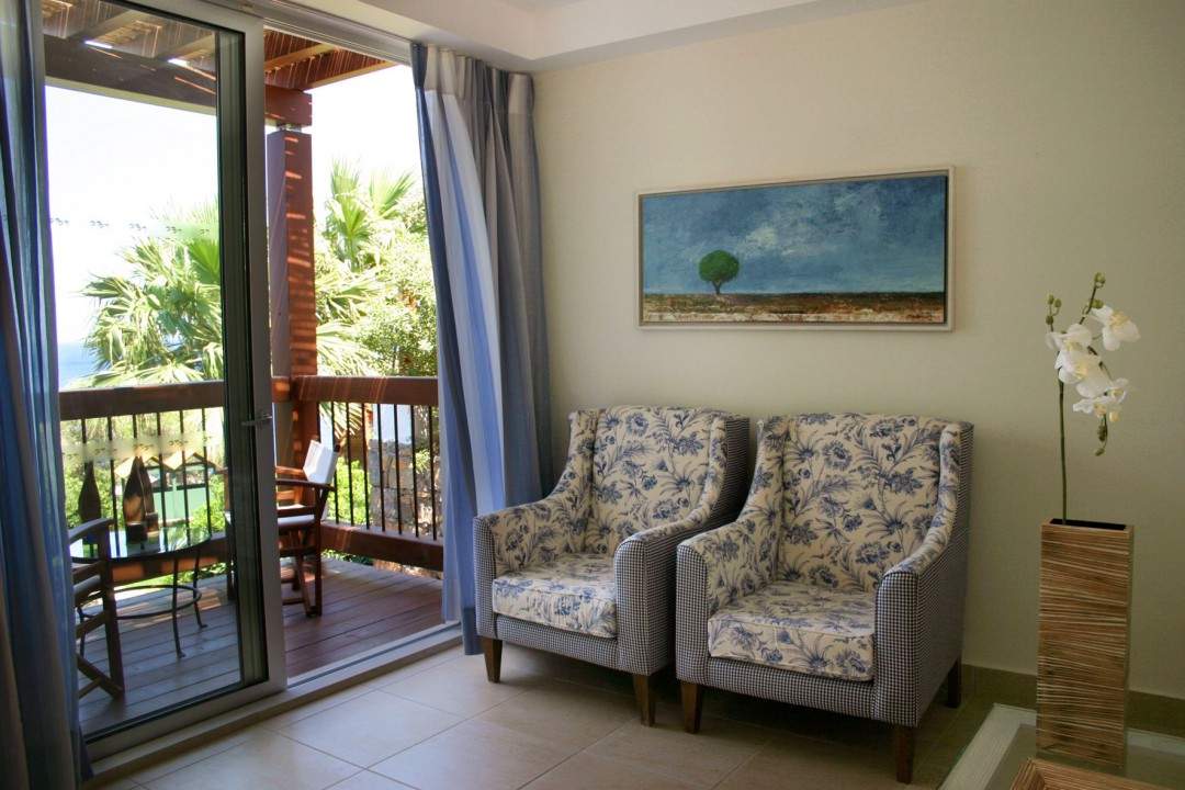 AQUILA ELOUNDA VILLAGE – ONE BEDROOM BUNGALOW SUITE SEA VIEW-LIVING ROOM